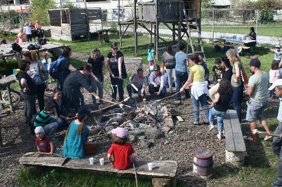 Zürich-Höngg, Schweiz: <br>Kinder-Bauspielplatz Rütihütten