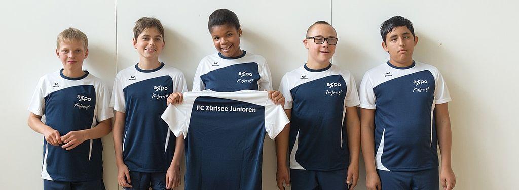 Zürichsee, Schweiz: <br>Transport zum Fussball mit Handicap für PluSport Junioren